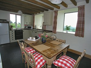holiday cottage kitchen and dining areas